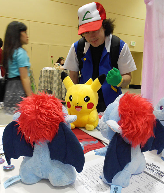 Ash cosplayer sets Pikachu against sperels
